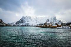 Acuerdos tradicionales de la pesca de las islas de Lofoten Paisaje hermoso de Noruega y vieja arquitectura imagenes de archivo