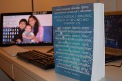 Acuerdos y urbanizaciones humanos armónicos culturales socios Fotografía de archivo