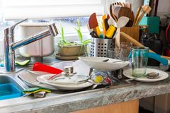 Acumulação obrigatória Syndrom - cozinha desarrumado foto de stock