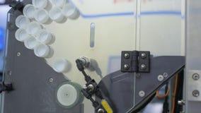 Acumulación y clasificación de las cápsulas plásticas almacen de metraje de vídeo