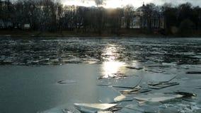 Acumule con el hielo formado en diciembre y la llamarada solar almacen de video