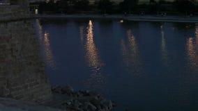 Acumule con una fuente al lado del palacio de Almudaina del La metrajes