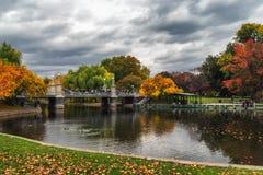 Acumule en parque del jardín de Boston en un día nublado fotografía de archivo