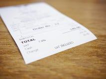 Acuse recibo de Bill Payment en concepto del negocio de la cantidad total de la tabla Fotografía de archivo