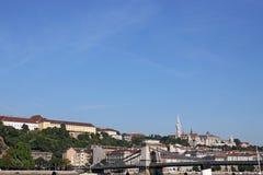 Łańcuszkowy most i rybak górujemy Budapest Zdjęcia Royalty Free