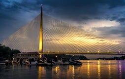 Ada brug in Belgrado, Servië bij Zonsondergang Stock Foto's