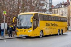 ADAC Postbus - o ônibus para Alemanha Imagem de Stock