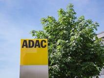 ADAC-Signage mit deutschem Automobil-Club-Logo Lizenzfreies Stockbild