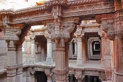 Adalaj Stepwell, Ahmedabad, Gujarat, Indien Adalaj-stepwell ist fünf Geschichten tief Lizenzfreie Stockfotos
