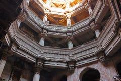 Adalaj Stepwell, Ahmedabad, Gujarat, Indien Adalaj-stepwell ist fünf Geschichten tief Stockfotos