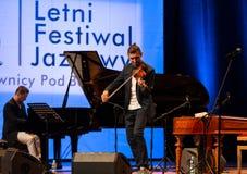 Adam Baldych - polnischer Violinist, der Live-Musik am Sommer Jazz Festival in Krakau spielt Stockbild