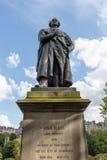 Adam Black-Statue nahe Walter Scott-Monument in Edinburgh, Schottland, Vereinigtes Königreich Lizenzfreies Stockbild
