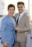 Adam DeVine und Zac Efron Stockfoto