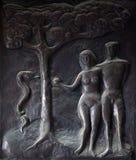 Adam en Vooravond, Illustraties van verhalen van de Bijbel op deurenbasiliek van de Aankondiging in Nazareth stock fotografie