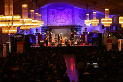 Adam Kawonczyk Quartet, der Live-Musik am €™ Krakaus Jazz All Soulsâ Tagesfestival im Wieliczka-Salzbergwerk spielt Stockfotos