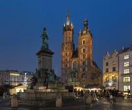 Adam Mickiewicz Monument gegenüber von der St- Mary` s Basilika in Krakau, Polen Lizenzfreies Stockfoto
