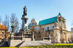 Adam Mickiewicz-Monument an Straße Krakowskie Przedmiescie in Warschau Stockfotos