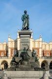 Adam Mickiewicz-standbeeld in Krakau, Polen Royalty-vrije Stock Afbeeldingen