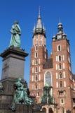 Adam Mickiewicz-Statue und Heiliges Mary Basilica Stockbilder