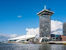 Adam Tower y ojo Filmmuseum del río IJ, Amsterdam, Netherla foto de archivo libre de regalías