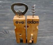Adam- u. Eve-Flaschenöffner-Korkenzieherstangensatz Stockbilder