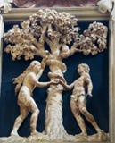 Adam und Eve und die verbotene Frucht Stockfoto