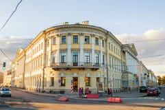 Adamini议院,建造在冠军de火星和Moika堤防,圣彼得堡,俄罗斯的角落 库存图片