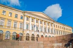 Adamini-Haus, gebaut auf der Ecke Champs de Mars s und des Moika-Dammes, St Petersburg, Russland Lizenzfreie Stockfotos