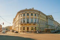 Adamini-Haus, gebaut auf der Ecke Champs de Mars s und des Moika-Dammes, St Petersburg, Russland Stockfoto