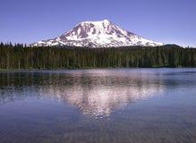 adams lake mount reflection 库存图片