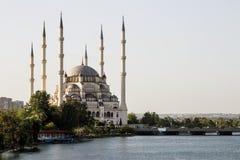 Adana/Turquia, opinião central da mesquita de Sabanci fotografia de stock