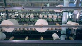 Adaptación de la unidad de la fábrica con los carretes de costura metrajes