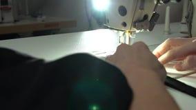 Adaptación en la máquina de coser El concepto de fabricante o de fondo handcrafted para las ilustraciones metrajes