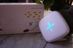 Adaptador del Wi-Fi para el hogar en un interior hermoso Utilizado para distribuir Internet en casa imágenes de archivo libres de regalías