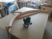 Adaptant une balustrade ronde ronde d'un chêne boiteux photo stock