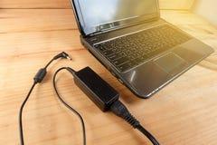 Adapterenergieladegerät der Laptop-Computers Lizenzfreie Stockfotos