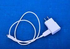 Adapteruppladdare med usb-kabel royaltyfri fotografi
