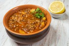 Adasi, персидское тушеное мясо чечевицы Арабская очень вкусная кухня стоковые фотографии rf