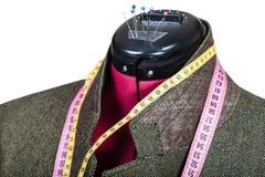 Adattamento del rivestimento di tweed verde maschio sul manichino fotografia stock libera da diritti