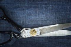Adattamento delle forbici. Grandi forbici di adattamento o di sartoria Fotografie Stock Libere da Diritti