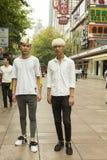 Adatti i tipi a ritratto della via di Shanghai, Cina Immagine Stock