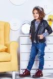 Adatti i vestiti di stile per i piccoli st della striscia di usura della bambina del bambino Fotografia Stock