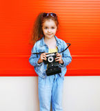 Adatti il concetto del bambino - ritratto del bambino alla moda della bambina Fotografia Stock Libera da Diritti