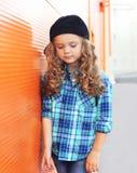 Adatti il concetto del bambino - ritratto del bambino alla moda della bambina Fotografie Stock Libere da Diritti