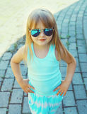 Adatti il concetto del bambino - ritratto del bambino alla moda della bambina Immagine Stock Libera da Diritti
