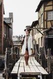 Adatti il ritratto di bella donna in vecchia via d'annata Fotografia Stock Libera da Diritti