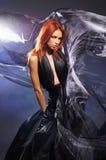 Adatti il tiro di giovane donna caucasica di redhead Fotografia Stock