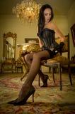 Adatti il tiro di giovane donna sexy in biancheria Fotografie Stock
