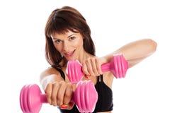 Addestramento adatto della ragazza con i pesi Fotografia Stock