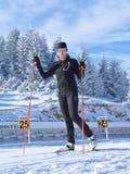 Addestramento all'arena di biathlon di Cheile Gradistei - sci di fondo della ragazza Fotografia Stock